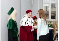 Uroczyste wręczenie dyplomów przez Władze Uczelni.